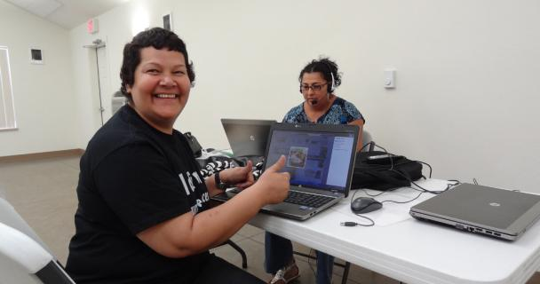 Women using computers in a La Casa Hogar training